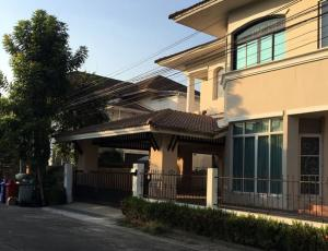 For RentHouseLadkrabang, Suwannaphum Airport : 2-storey house for rent, Lalin Green Ville Village, Rama 9 - On Nut, Chaloem Phra Kiat Rama 9 Road, near the motorway, very beautiful house, fully furnished, housing, can accommodate small animals.
