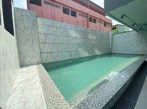 For SaleCondoPinklao, Charansanitwong : Don't miss it! Modern Condo near Bang Phlat Station Suitable for investment, rent Provide tenants for! Change rental to installment Help provide free loans starting from 1.59 million, book 999 baht !!!