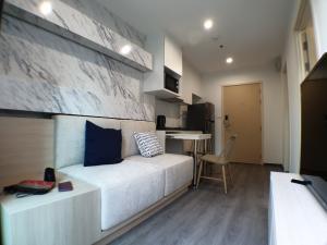 เช่าคอนโดพัฒนาการ ศรีนครินทร์ : ให้เช่า คอนโดริชพาร์ค @ ทริปเปิ้ลสเตชั่น, ตกแต่งสวยมาก, 1 ห้องนอน,  28.5 ตร.ม., ชั้น 3, ใกล้แอร์พอร์ตลิ้งค์ หัวหมาก, ห้องเย็นสบายทั้งวัน