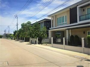 For SaleHouseBangbuathong, Sainoi : AE64028 detached house for sale, corner plot, Ratchaphruek, 61 sq m, 4 bedrooms, 4 bathrooms, with some furniture, near the SRF