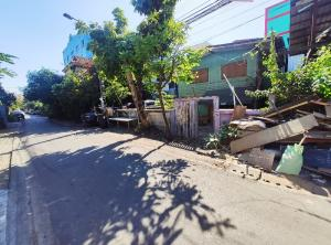 For SaleHouseRamkhamhaeng Nida, Seri Thai : Land for sale with 2-storey single house, half-timbered building, Soi Serithai 9, Khlong Kum Sub-District, Bueng Kum District, Bangkok.