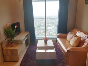 For RentCondoBangbuathong, Sainoi : Casa Condo Bangyai for rent, there is a washing machine in the room.