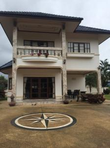 For SaleHouseChiang Mai, Chiang Rai : Built-in house, in an area of 1 ngan, 89 square meters, with 2 car parks, 2 bathrooms, Chiang Rai city.