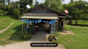 For SaleLandSamui, Surat Thani : Land for sale 262 square wah, Na Muang Subdistrict, Koh Samui District, Surat Thani Province Land 500 meters from the beach, near Laem Sor Temple (Luang Por Daeng) with 1 single-storey cement house