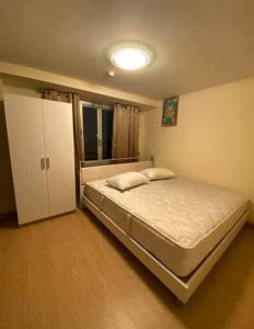 For RentCondoRatchadapisek, Huaikwang, Suttisan : Condo for rent, Chateau In Town Ratchada 13, 7th floor, corner room, renovated room