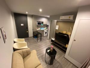 For RentCondoSukhumvit, Asoke, Thonglor : IDEO MOBI SUKHUMVIT 40 new condo ready to move in. Special price only 14,000 / month