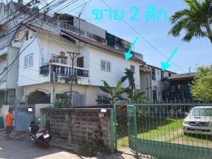 For SaleHouseSamrong, Samut Prakan : Selling a 2-storey building, 2 buildings, very cheap, only 2.7 million, near the Thepharak intersection. Near the Sri Thepha train, area 37 square wa