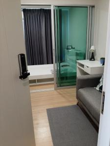 For RentCondoChengwatana, Muangthong : 7500 / month, so urgently released a new room for rent on the main road, convenient to travel Make an appointment to see the real room every day at Plum Condo Chaengwattana.