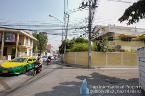 ขายบ้านรัชดา ห้วยขวาง : บ้านพร้อมที่ดิน ต้นซอย ถนนรัชดา 32 เนื้อที่ 94 ตารางวา ทำเลใจกลางเมืองทะลุออกลาดพร้าวได้สบายมาก