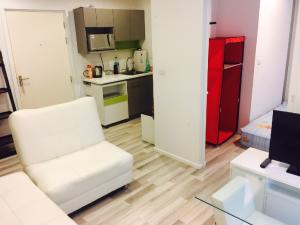 For SaleCondoKasetsart, Ratchayothin : Quick sale !!! Sell by owner Not through the broker The key Condo Phaholyothin 34, size 33 square meters, near Paolo Kaset Hospital, BTS Sena, convenient transportation, fully furnished !!!