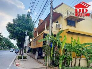 For SaleShophouseRamkhamhaeng,Min Buri, Romklao : For sale or rent, commercial building, 8 booths, 2 floors with steel warehouse, on Nimit Mai Road, Minburi, area 1 rai 78 wa