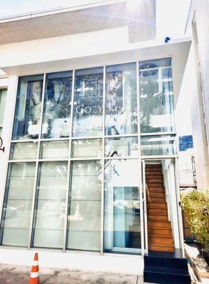 For RentOfficeSukhumvit, Asoke, Thonglor : Space for rent, prime location, doing business with @BTS Phrom Phong 500 meters.
