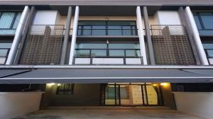For SaleTownhouseBang Sue, Wong Sawang : Townhome 3 floors, FLORA, Wongsawang, area 25.9 sq.w. ** The house, the best price in the project ** Good location, only 500 meters to MRT Wong Sawang and MRT Tiwanon intersection.