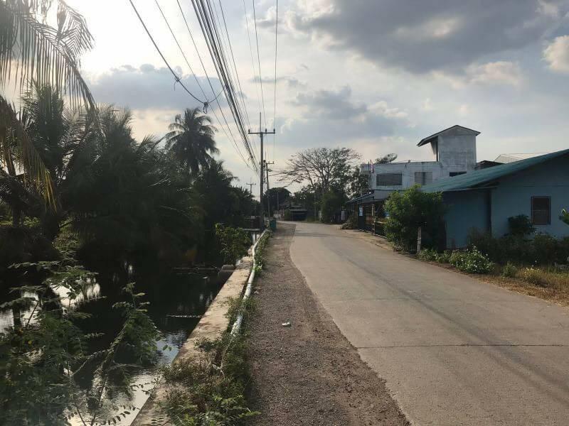 For SaleLandMahachai Samut Sakhon : Land for sale in Krathum Ee Bon Near Central Mahachai, area 2-3-0 rai, price 15,000 / sq. Wa