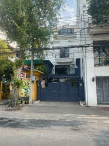 For RentShophousePha Nakorn, Yaowarat : For rent is a 4-storey building near Khao San Tha Phra Athit, Thammasat University, Tha Phra Chan 0900055524.