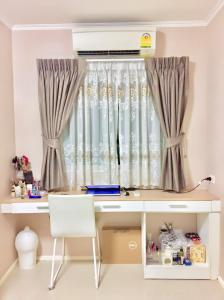 "For RentCondoBangna, Lasalle, Bearing : ""Good news, breaking news"" for rent, Notting Hill Bearing, beautiful room, convenient transportation, food, food, fitness, swimming pool!"