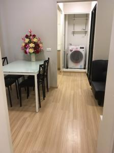 For RentCondoChengwatana, Muangthong : Nice big room at Plum Condo Chaengwattana Phase 3. Free parking, free public fee, only 12,500 / month.