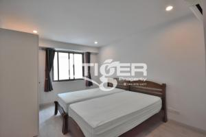 For RentCondoSukhumvit, Asoke, Thonglor : MSCR08 3-bedroom condo for rent at Royal Castle Sukhumvit 39, Very nice room and convenience location.