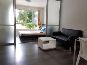 For SaleCondoBangna, Lasalle, Bearing : Sale DCondo Campus Resort Bangna, 30 sq.m, near ABAC, negotiable price.