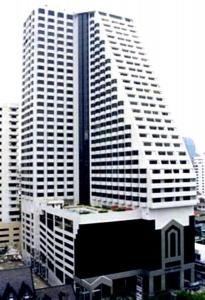 For RentCondoNana, North Nana,Sukhumvit13, Soi Nana : Omni Tower Sukhumvit Nana, ready to move in, 62 sqm, starting price 13500 baht, make an appointment to see the room, contact Line ID: @easycondo (with @ too)