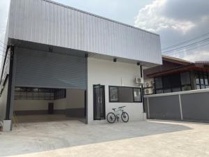 For RentWarehousePattanakan, Srinakarin : RK035 Warehouse 100 square meters for rent, warehouse area 200 square meters, next to Pattanakarn Road.