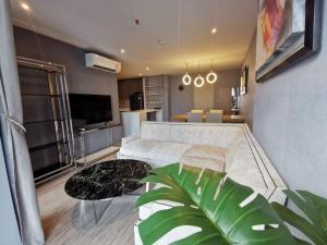 For RentCondoSukhumvit, Asoke, Thonglor : For Rent Rhythm Ekkamai 3Bed 3Bath  Luxury built-in