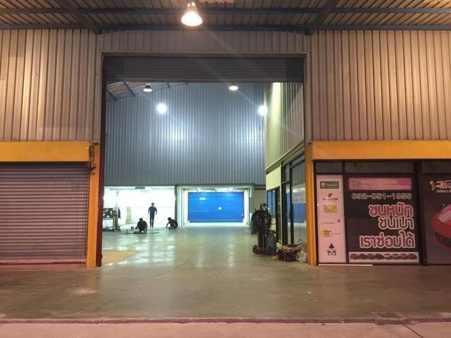 For RentWarehouseSamrong, Samut Prakan : Warehouse and office for rent Thepharak Road Km.14 Usable area 600 sq m. Or warehouse