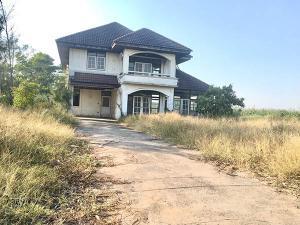 For SaleLandRamkhamhaeng,Min Buri, Romklao : Land for sale with houses 2-0-40 rai m Chalong Krung Garden. Soi Wat U-Tapao, filled and 57x58 meters wide.