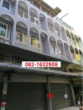 For SaleShophouseRathburana, Suksawat : Commercial building for sale 3.5 floors 2 booths near Tesco Lotus Bangpakok.