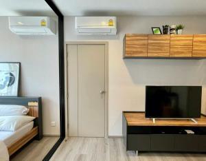For RentCondoRattanathibet, Sanambinna : Condo for rent politan rive, 41st floor, size 30 sq m, furniture, appliances. There is a washing machine.