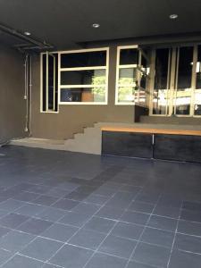 For RentHome OfficeKhlongtoei, Kluaynamthai : For rent, 3-storey home office, size 350 sq m. Soi Rama 9, Huay Kwang, Ramkhamhaeng entrance, Ratchadaphisek, Ladprao, along the Ramintra express.