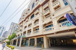 For RentCondoSilom, Saladaeng, Bangrak : Silom Terrace, ready to move in, 43 sqm, starting price 25000 baht Line ID: @livebkk (with @ too) # Add Line, very quick response.