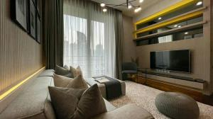 For RentCondoSukhumvit, Asoke, Thonglor : BEATNIQ Sukhumvit 32 - Beautifully Furnished 2 Bedrooms / 84 Sqm / BTS Phrom Phong