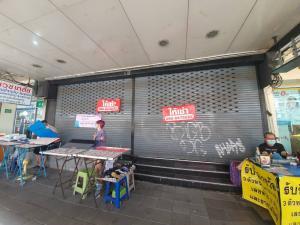 For RentShophouseRamkhamhaeng, Hua Mak : For rent, 2 commercial buildings, next to Ramkhamhaeng, opposite BigC Huamark Town, next to Soi Ramkhamhaeng 24