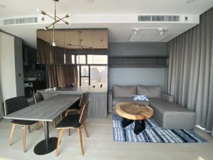 เช่าคอนโดสยาม จุฬา สามย่าน : ให้เช่า Ashton Chula 2 ห้องนอน ห้องสวย วิวดี เครื่องใช้ไฟฟ้าครบพร้อมอยู่ 095-249-7892