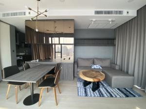 For RentCondoSiam Paragon ,Chulalongkorn,Samyan : Ashton Chula for rent, 2 bedrooms, beautiful room, good view, complete appliances 095-249-7892.