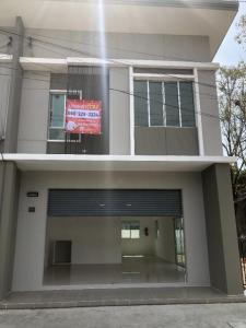 For RentTownhouseSamrong, Samut Prakan : Townhouse for rent, corner room, in front of the project, the best commercial location in the Pruksa Ville 87/1 project, doing a good trade, making a suitable office, Soi Srisamit, Thepharak Road, the owner for rent by himself, 38 sq.w. 2, 3rd floor. Bedr