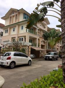 For RentTownhouseYothinpattana,CDC : Crystal Ville village behind the garden corner near Central East Ville (500 meters) and The Crystal.