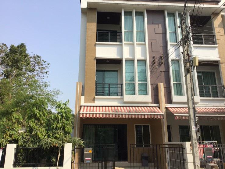 For RentTownhouseThaphra, Wutthakat : 3-storey townhouse for rent (corner) near BTS Wutthakat, Kalapapruek Rd.