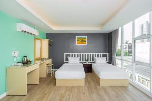 For RentCondoRatchadapisek, Huaikwang, Suttisan : Room for rent, condo at Ratchada Point Hotel Building B, near MRT Sutthisan, only 200 meters, 4,500 baht/month (6 month contract)