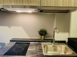 เช่าคอนโดสำโรง สมุทรปราการ : Kensington Sukhumvit Theparak Condominium close to BTS Samromg for rentเคนซิงตัน สุขุมวิท เทพารักษ์ คอนโดมิเนียม ให้เช่า ใกล้บีทีเอส สำโรง
