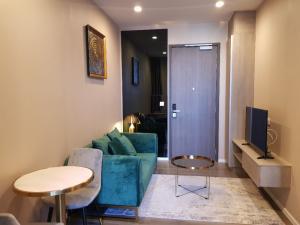 For RentCondoOnnut, Udomsuk : Whizdom Essence Sukhumvit for rent Hot price fully furnished 1 bed 1 bath 14,000 35 sqm City view K.Bee 064-146-6445