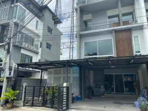 For RentHome OfficeYothinpattana,CDC : 4 storey home office for rent Mengjai area, Rama 9, B Square project Near along the express