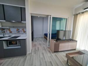 For RentCondoSathorn, Narathiwat : Available room for rent, The Key Sathorn-Charoenrat, 37th floor, beautiful view, neat furniture, good price, almost top floor like this is hard to find.