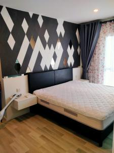 For RentCondoSathorn, Narathiwat : The Key Sathorn-Charoen Rat, 19th floor, beautiful built-in room The area is wider than the general room. Fully furnished. Pay attention from the wall to the balcony.