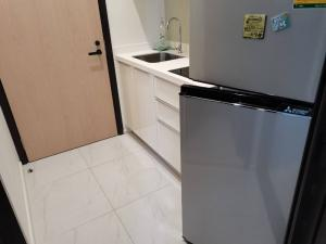 For SaleCondoRama9, RCA, Petchaburi : Better price than new room project, good corner, beautiful position, can watch every day