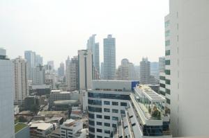 For RentCondoSukhumvit, Asoke, Thonglor : Very cheap rental, EDGE Sukhumvit 23, high floor, good view, size 30 sq m, rental price only 19,000 baht / month.
