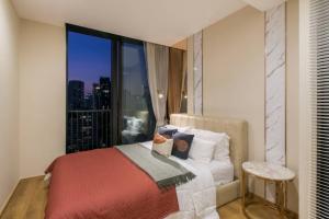 เช่าคอนโดสุขุมวิท อโศก ทองหล่อ : Rental : Noble BE 33 , 1 Bed 1 Bath , 40 sqm , Floor 17🔥🔥Rental Price: 40,000 THB / Month 🔥🔥📌Refrigerator📌Airconditioner📌Microwave📌Water Heater📌Washing Machine📌TVMore Information📱Tel : 064-978-5444 / Kwan📱Line : nu.kwan08