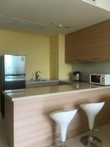 For RentCondoSukhumvit, Asoke, Thonglor : R014 For rent Aguston Condo Sukhumvit 22, size 57. 42 sqm., 1 bedroom, 1 bathroom, ready to move in, contact Thee 095-282-6146