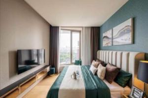 For RentCondoSilom, Saladaeng, Bangrak : 🍒🔥 Condo for rent, Ultra super luxury condo for RENT Saladang One, 56 sqm., 12th floor, corner at the most beautiful Lum Garden view in the building 🍒🔥